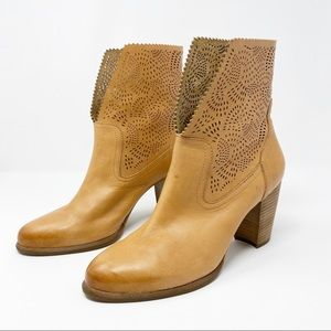 UGG Shoes - UGG Thames Booties Seaweed Perforated Leather